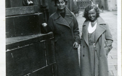 På trappan 90 år senare