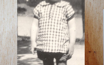 Lilla Julia i farmors kläder